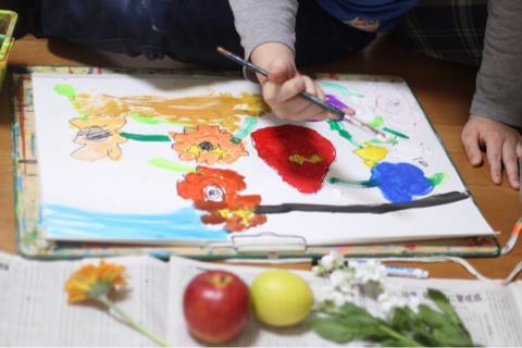 花と果物の瑞々しさ イメージ画像