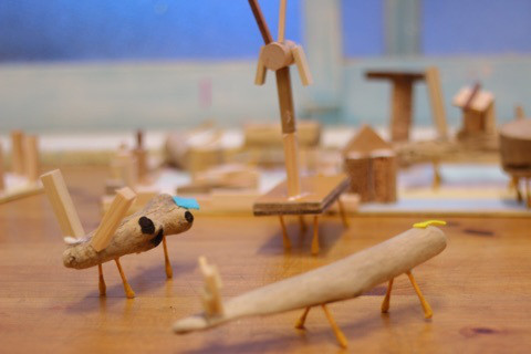 流木の動物たち イメージ画像