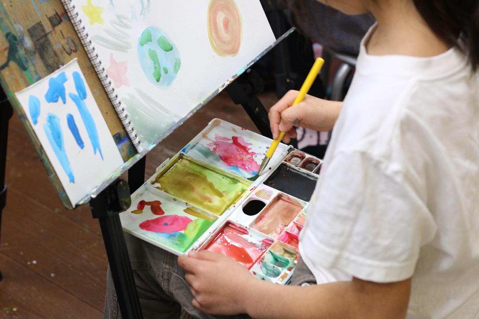 一本の絵の具のチューブは始まりの色です♪ イメージ画像